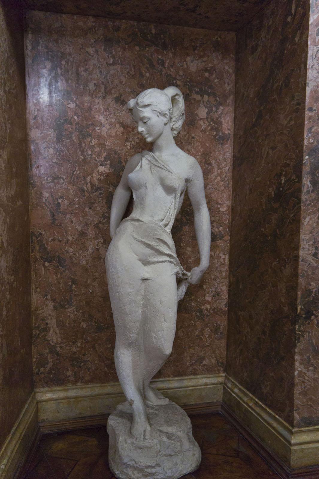 Фото №70662. 09482 Скульптура в нише фойе КАРДТ им. Горького