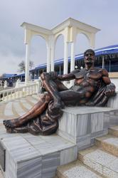 Отдыхающий Геракл. Набережная Евпатории