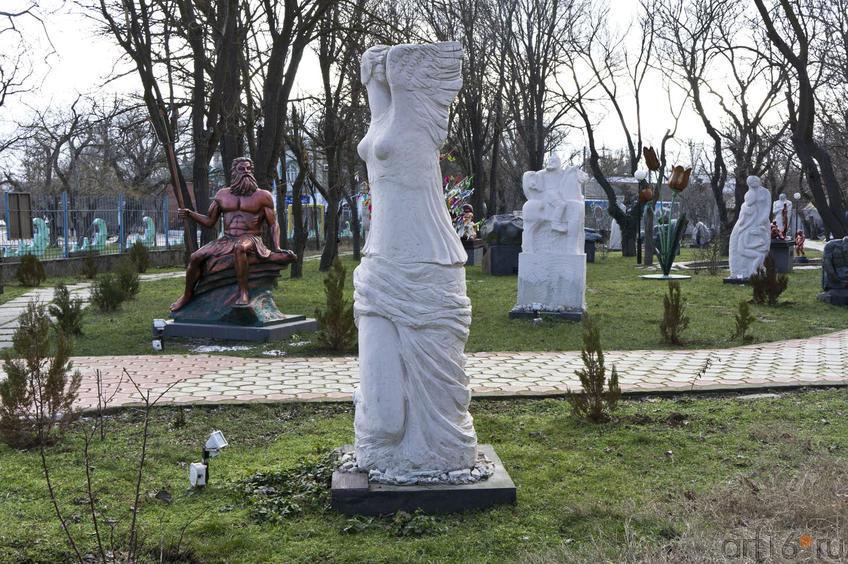 Скульптуры Музея Парад Великих