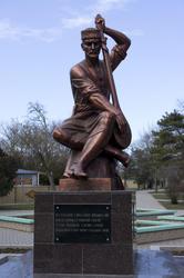 Памятник крымскотатарскому поэту Омару Гёзлёви