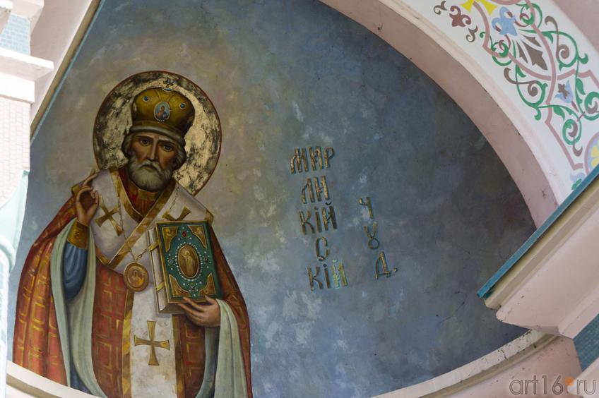 Роспись над входом в Свято-Никольский собор