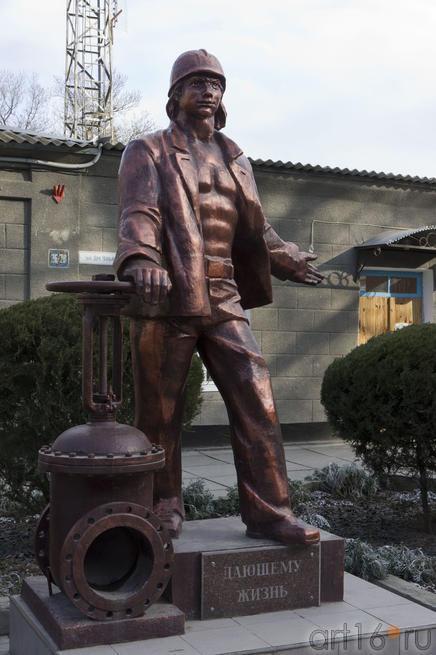 Памятник «Дающему жизнь»::Евпатория