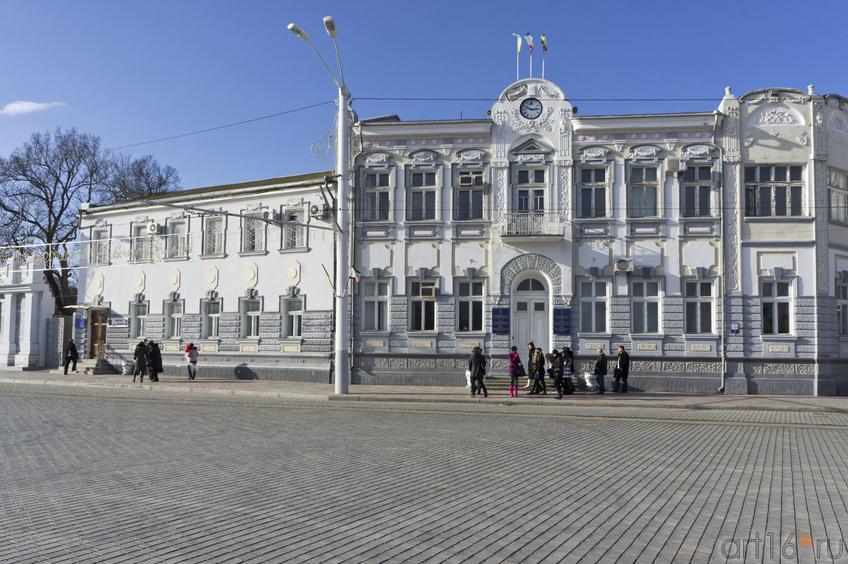 Административный корпус на Театральной площади