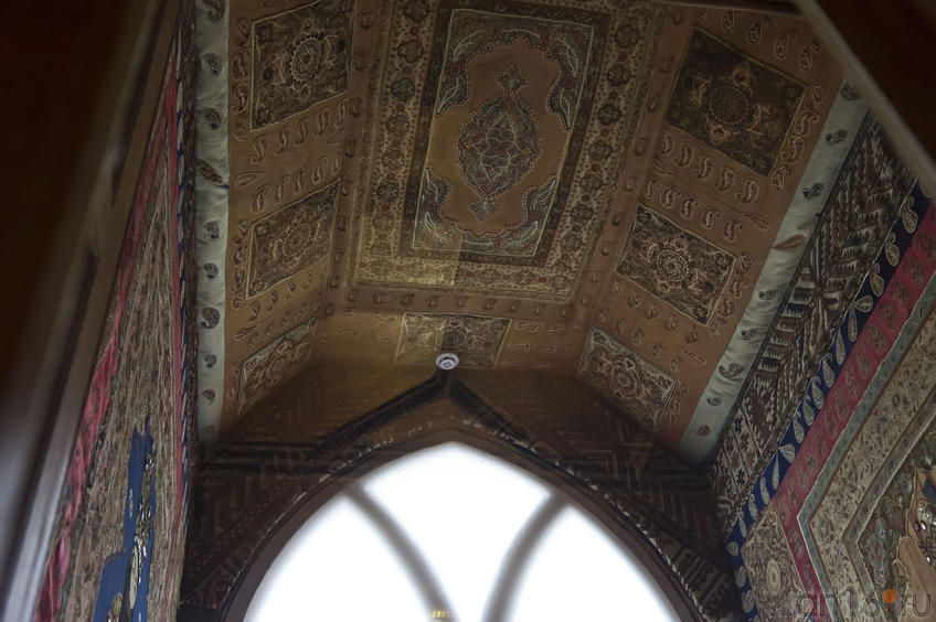 Тамбур вестибюля дворца . Фрагмент экспозиции. Свод потолка