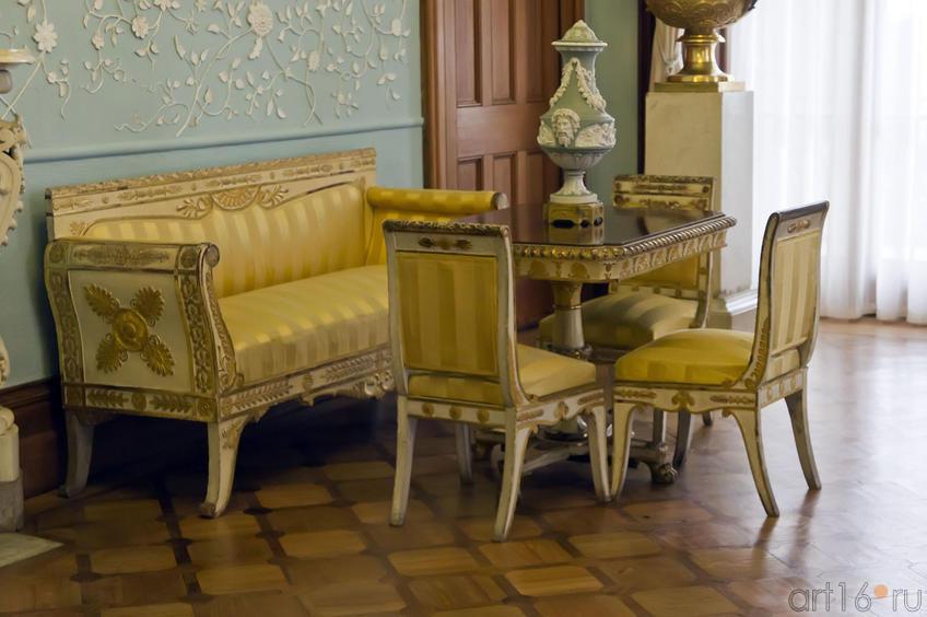 Фрагмент экспозиции. Интерьер Голубой гостиной