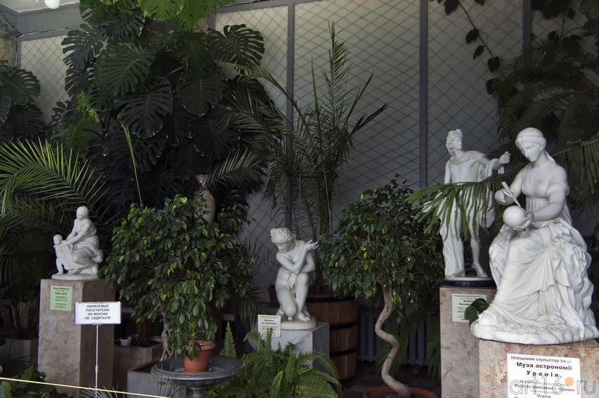 Скульптурная композиция Зимнего сада дворца