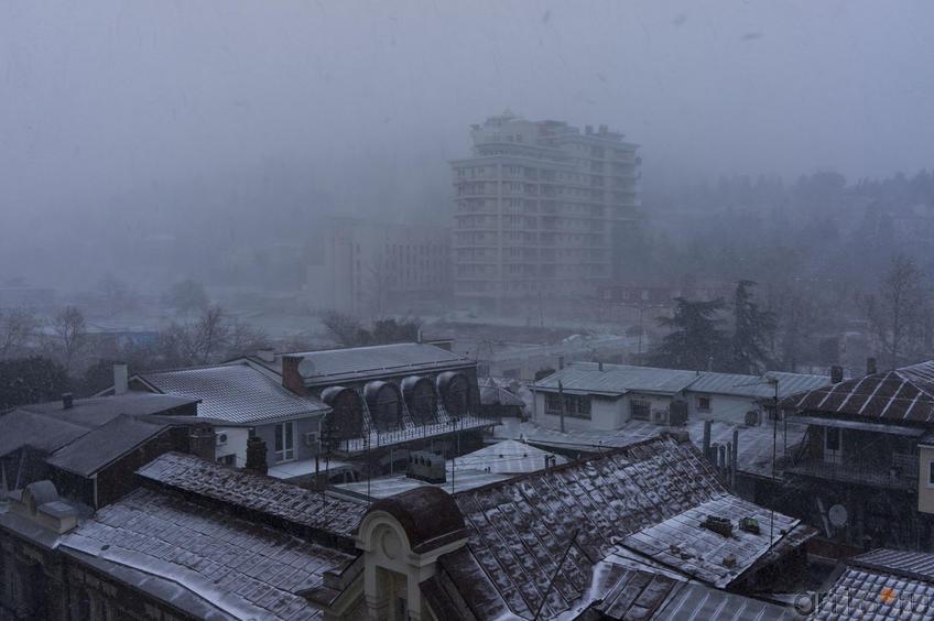 Крыши домов зимней Ялты