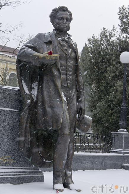 Памятник А.С.Пушкину на Пушкинском бульваре в Ялте