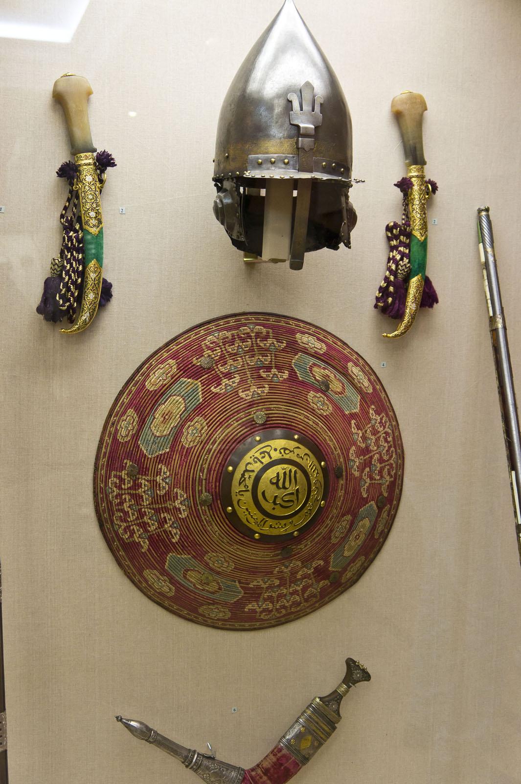Фото №72035. Шлем, кинжал, шит-калкан