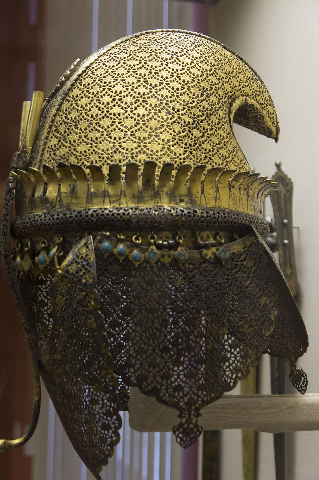 Фото №72055. Шлем. Юго-Западная Индия. Махараштра. Кон. XVII в., железо, ковка, резьба, позолота, выс. 32 см.