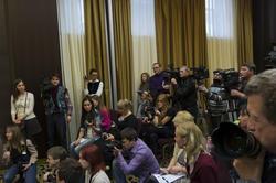 Журналисты на пресс-коференции Пьера Ришара