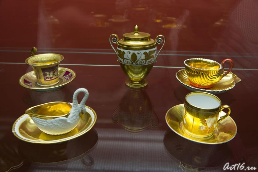 Фото №72641. Чайная пара в форме лебедя. Кон. XVIII / в центре: вазочка с крышкой с 2. ручками (золоченая)