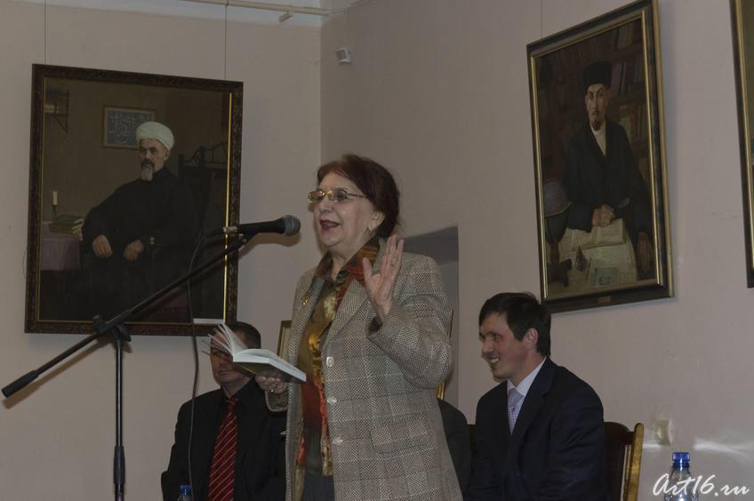 Лена Шакиржанова, поэтесса