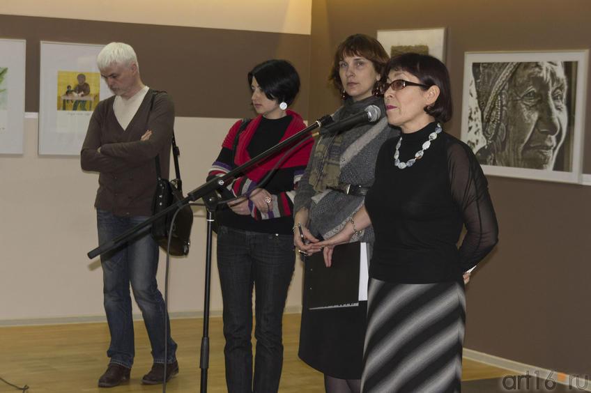 Фото №73239. А.Юминов,***, Н.Зюмченко, Ф.Батырова. Открытие выставки «Актуальная этнография»