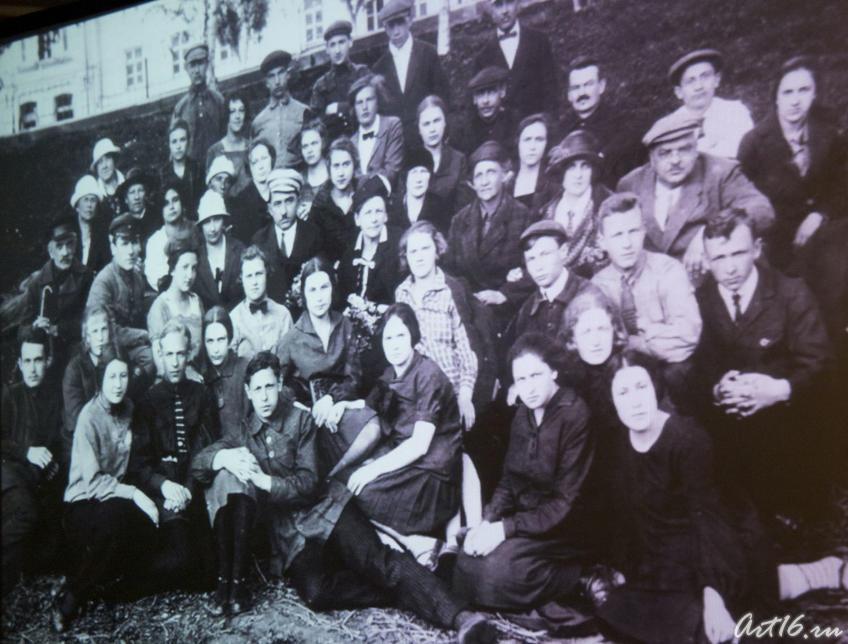 Фото №73663. Учащиеся и преподаватели школы им. Радищева, (места, связанные с именем В.Тушновой)