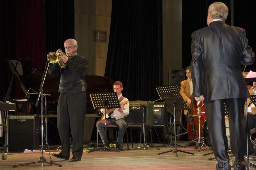 Д.Голощекин (флюгельгорн), А. Василевский и Государственный филармонический джаз-оркестр РТ