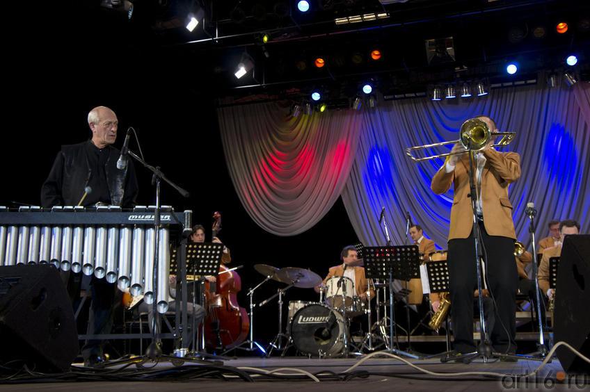 Д. Голощекин и солист Государственного филармонического джаз-оркестра РТ
