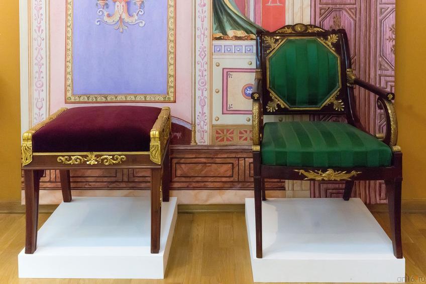 Кресло Санкт-Петербург Около 1825 года По проекту А.А. Михайлова 2-го (1773-1849)::Выставка Эрмитажа СпБ «Итоги всех веков. Русское искусство эпохи историзма. 1820-1890-е»