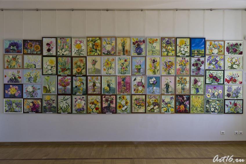 64 работы, написанные Милей Нуруллиной  в начале мастер-класса, за 60 минут, перед скоплением людей, комментируя...::Миля Нуруллина. Юбилейная выставка-2011