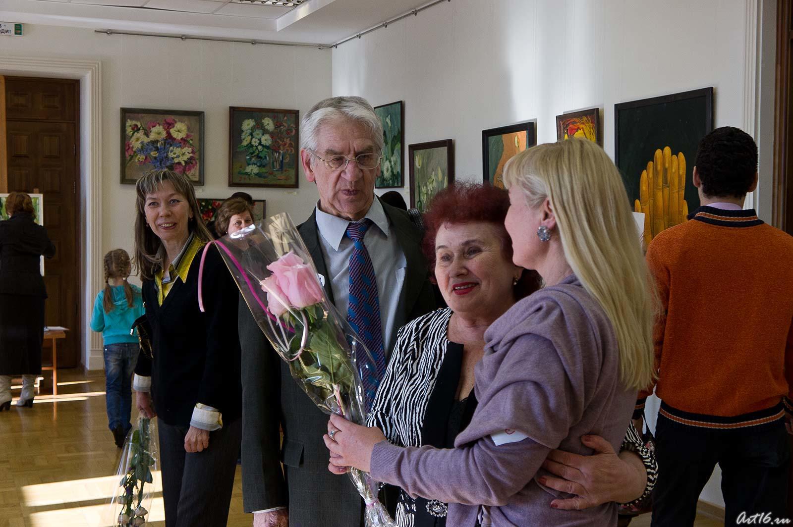 Миля Нуруллина принимает поздравления::Миля Нуруллина. Юбилейная выставка-2011