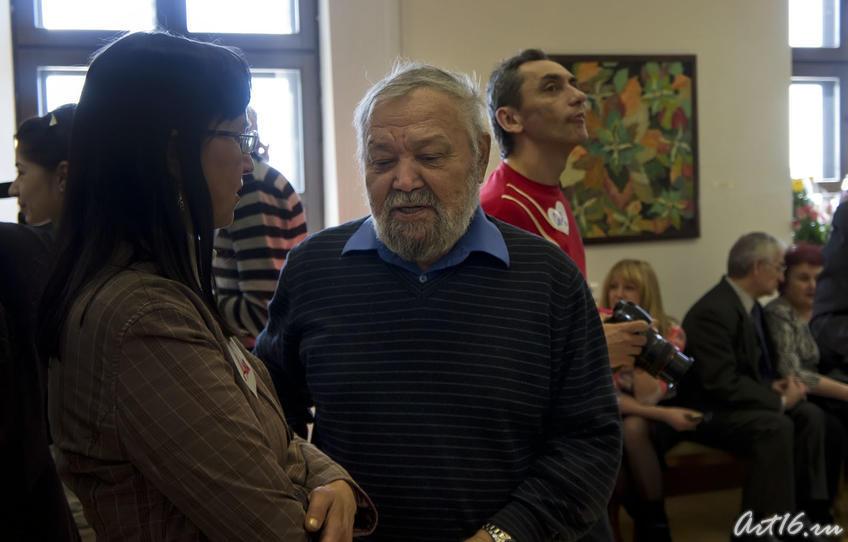 Абрек Абзгильдин на открытии выставки ʺЯ, Миля Нуруллинаʺ::Миля Нуруллина. Юбилейная выставка-2011