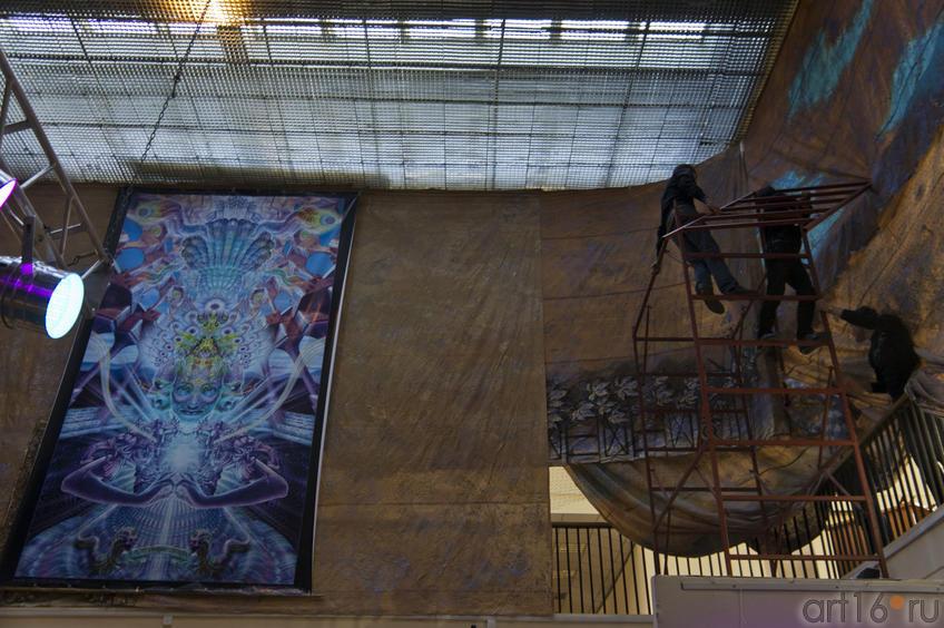 Фото №74291. Монтирование выставки и развеска картин Люка и Люминокая