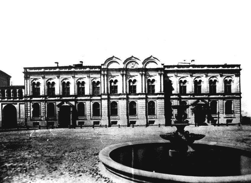 Фото №74523. Фонтан и Губернаторский дворец в Казанском кремле