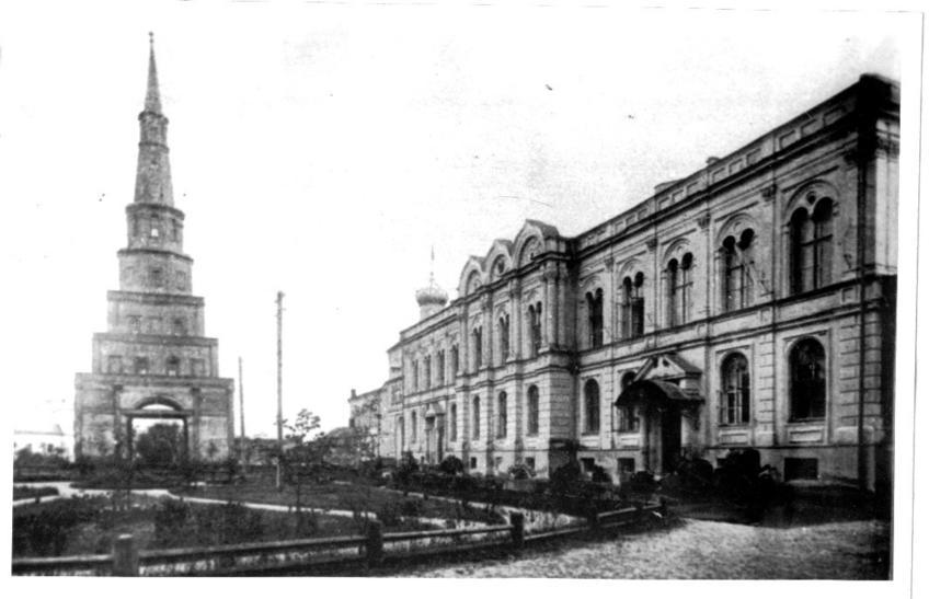 Фото №74527. Башня Сююмбике и Губернаторский дворец в Казанском кремле