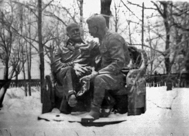 Фото №74770. Памятник Ленину и Сталину в Казанском кремле