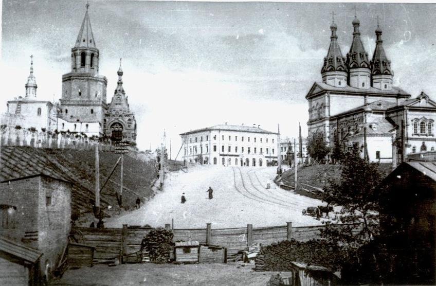 Вид на нынешнюю площадь 1 мая со стороны нынешней площади Тысячелетия::Старинные фото и изображения Казани и Казанского Кремля