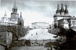Вид на нынешнюю площадь 1 мая со стороны нынешней площади Тысячелетия