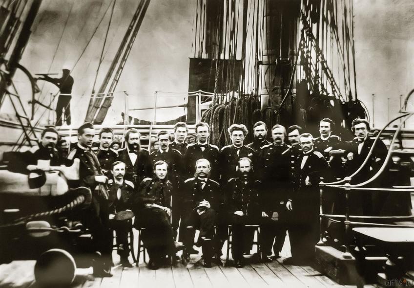 Фото №750625. Группа офицеров на палубе винтового фрегата «Пересвет» Фотография 1863 года