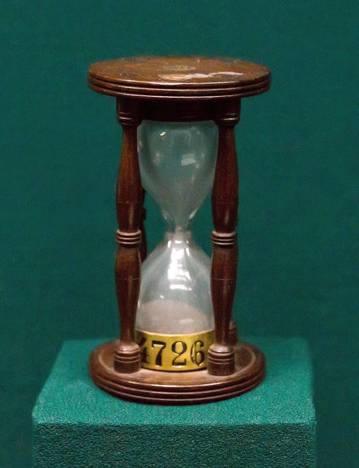 Фото №750643. Часы песочные 30 секундные в деревянном корпусе