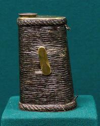 Труба зрительная, призменная, в металлическом корпусе, оплетённом конским волосом