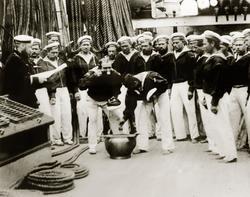 Раздача винной порции на корвете «Витязь» Фотография 1887 года