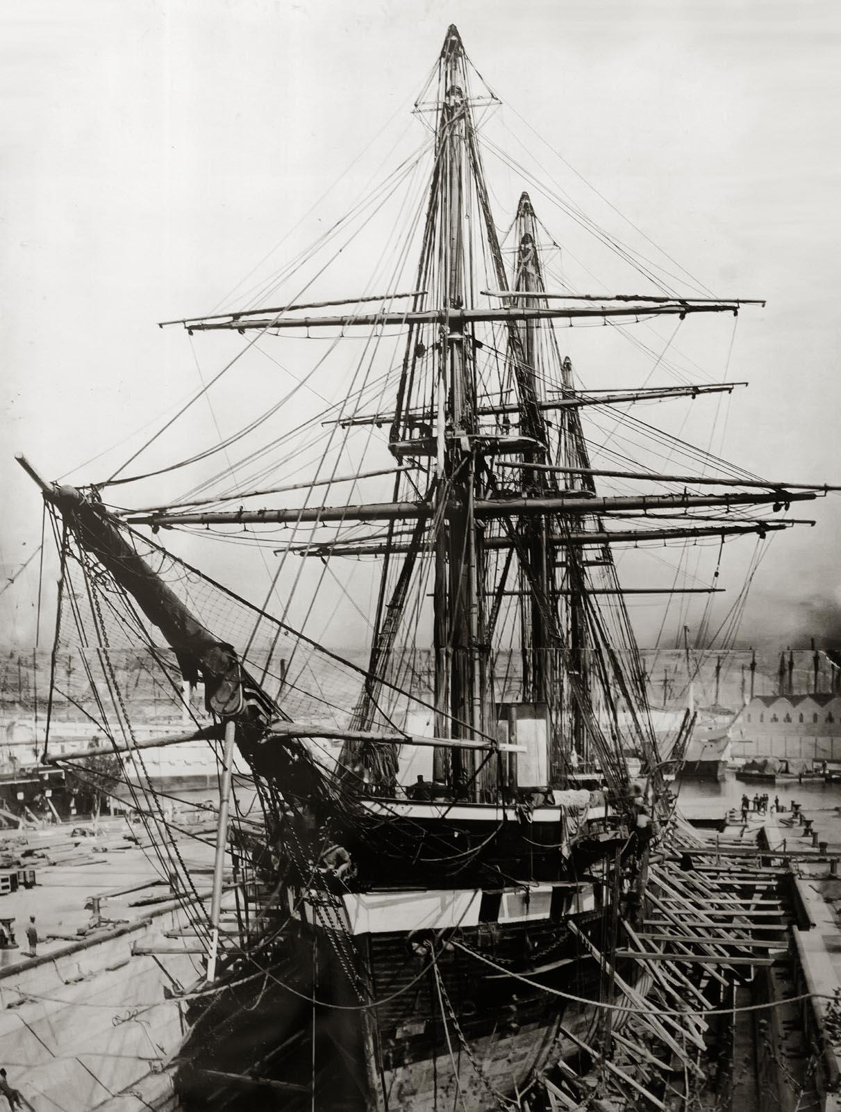 Фото №750868. Винтовой фрегат «Александр Невский» в доке. фото 1860-х