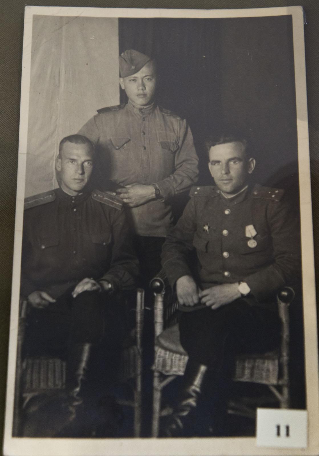 Фото №75831. Куделькин В.И. с однополчанами