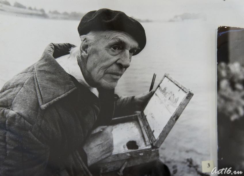 Фото №75846. Куделькин В.И. пишет этюды на Волге, 1970