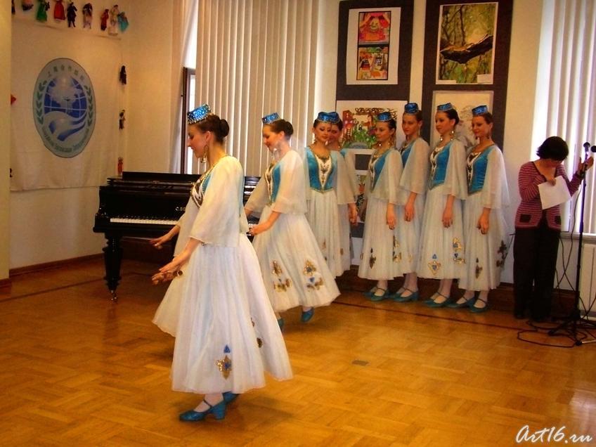 Фото №7677. ''Весенние напевы'' татарский танец