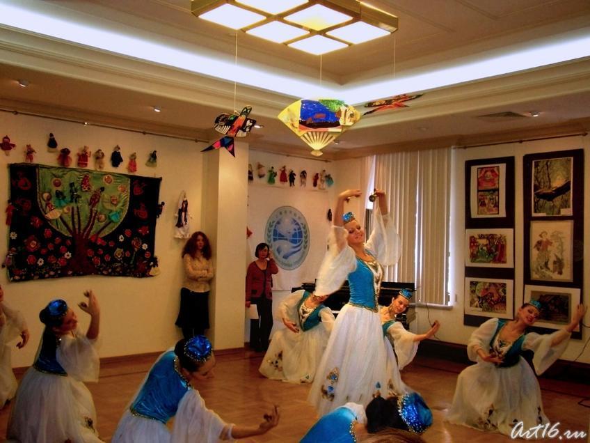 Фото №7687. ''Весенние напевы'' татарский танец
