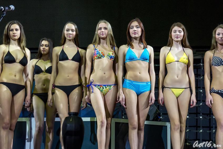 В центре — победительницы  из других городов Татарстана, прошедшие в финал