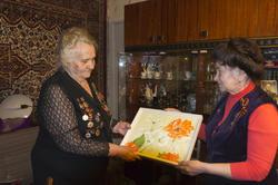 Екатерина Яковлевна Шугаева, Накия Юсуповна Курбангалина с  картиной