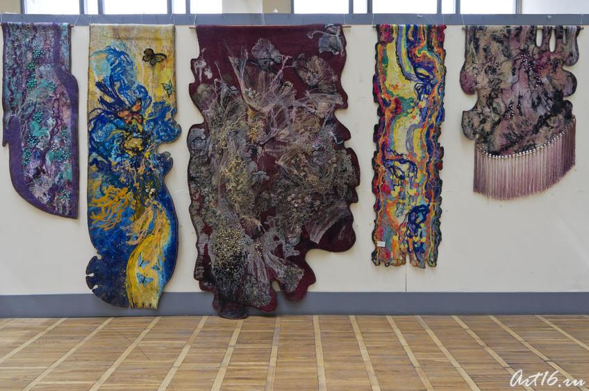 Фрагмент экспозиции выставки Л.Кальюранд «Май мой березовый»