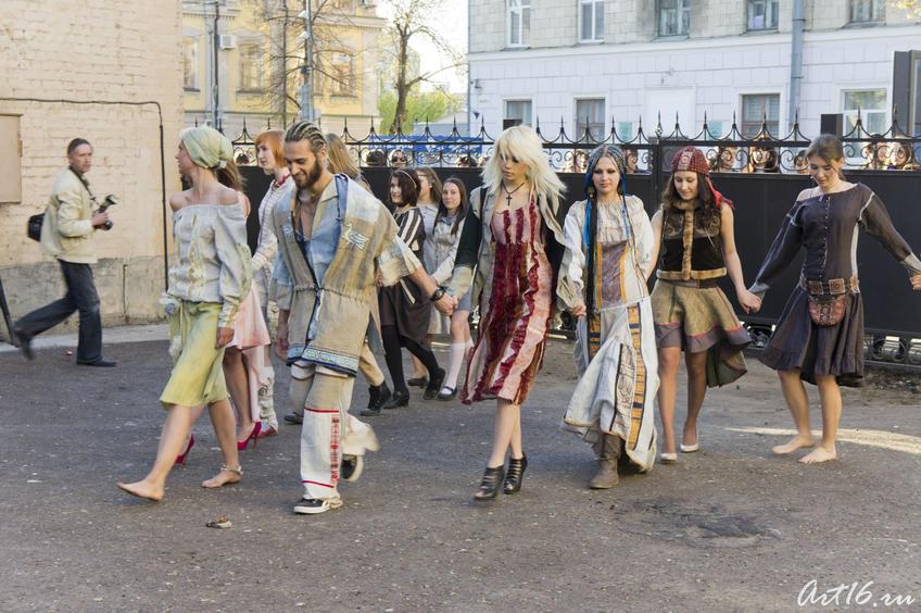 05232 показ одежды в этническом стиле дизайнера Тайны Сарафановой