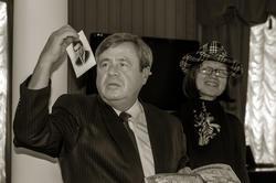 Ахат Мушинский с фотографией В.П.Аксенова и Наиля Ахунова