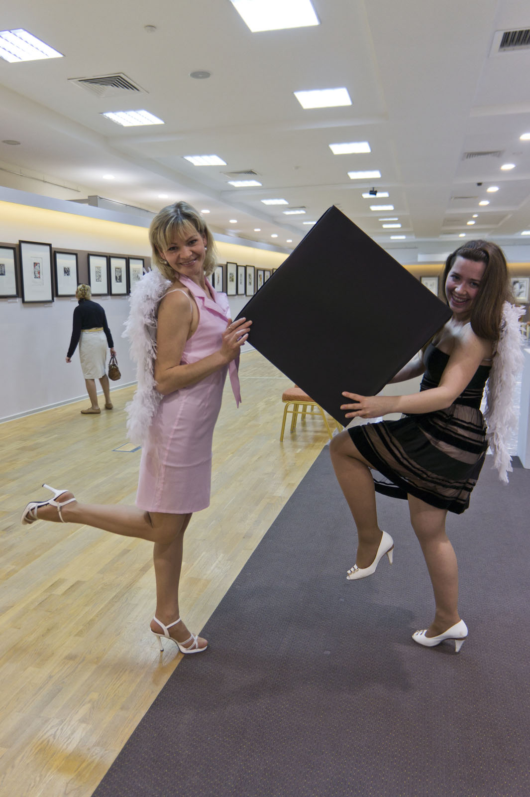Фото №77974. Ангелы-вдохновители и Черный квадрат Малевича ( в данном случае, черный куб)