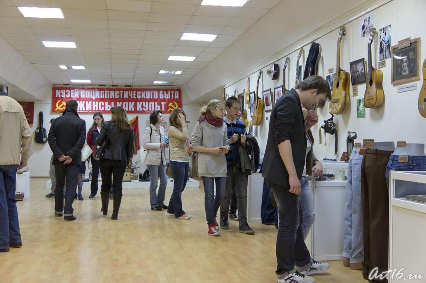 Фото №78124. В Музее социалистического быта. Выставка ''Джинсы как культ''