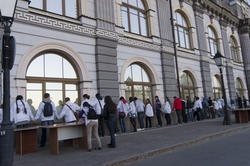 Это не то, что вы подумали,  это — flash-mob «Музей в объятиях»
