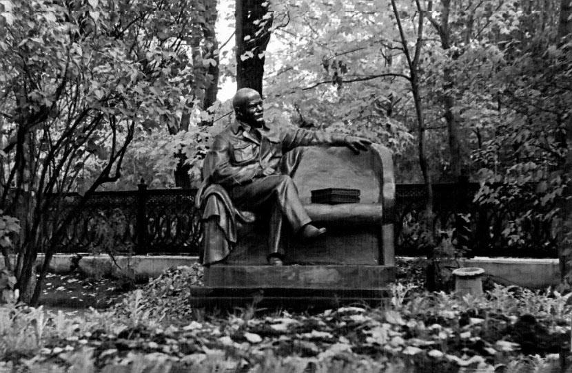 Фото №79074. Памятник В.И.Ленину в Казанском кремле