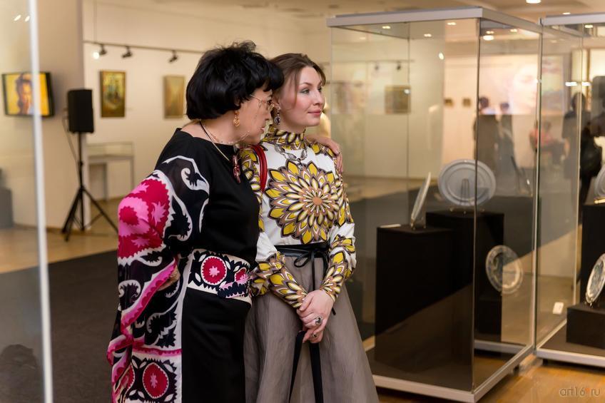 ::Руки женщины. Выставка